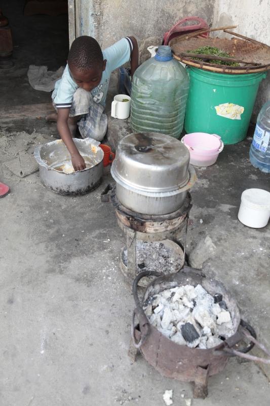 Child playing near cooking elements in Dar es Salaam By: Pieter de Vos